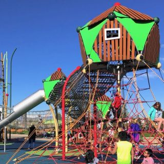 10 Free & Fun outdoor public playgrounds